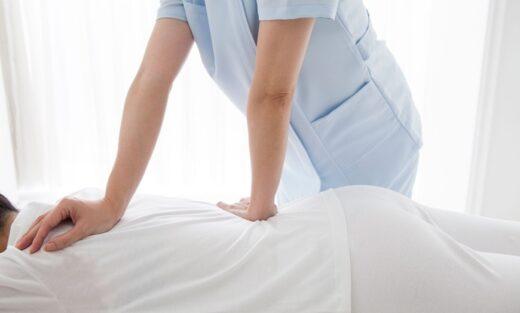 Chiropractor spine adjustment